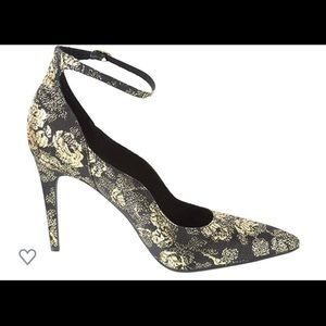 6.5 GORGEOUS GOLD AND BLACK STILETTO A MUST HAVE